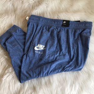2x women's Nike Crops